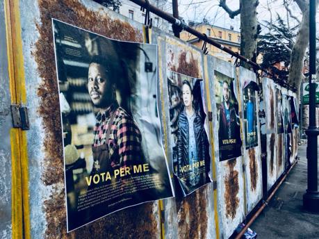 """Con """"Vota per me"""" Gianluca Vassallo porta l'art guerrilla nelle strade"""