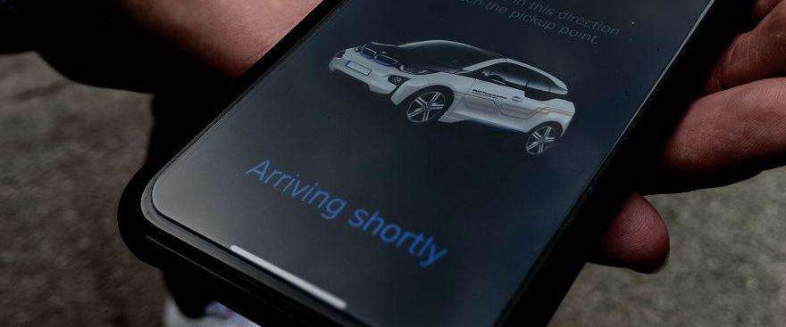 BMW porta a Barcellona l'auto che si guida con lo smartphone