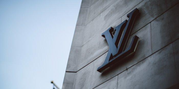 Il potere della seduzione dei luxury brand, quel fascino (poco discreto) dell'iconicità manifesta_Vuitton