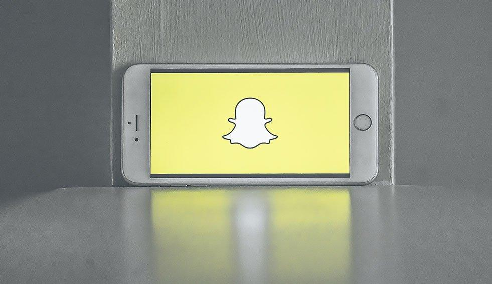 Perché i genitori hanno paura di Snapchat (e come lo usano gli adolescenti italiani)