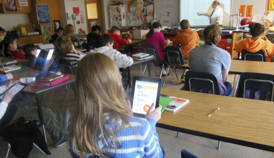 La sfida si gioca a scuola. Ecco i tablet Education di Apple e Google a confronto