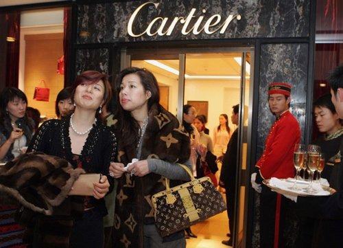 Il potere della seduzione dei luxury brand, quel fascino (poco discreto) dell'iconicità manifesta