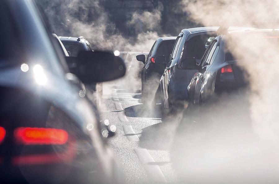 L'addio al diesel e le prossime mosse dei big per il futuro delle auto (e, soprattutto, per il loro)