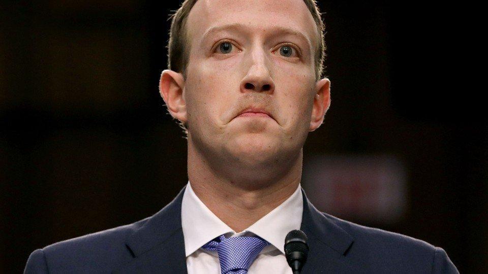 Nuovo scandalo per Facebook, condivide i dati con i produttori di smartphone