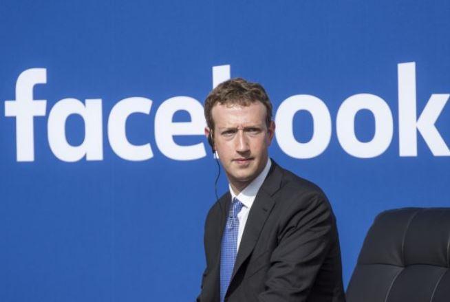 """Zuckerberg ammette: """"I dati di tutti i 2,2 miliardi di utenti su Facebook sono a rischio"""""""