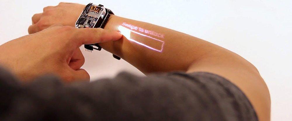 VIDEO Lo smartwatch laser che trasforma il braccio in un touchscreen