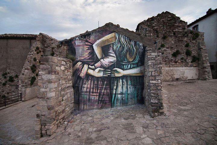 Riscoprire i borghi italiani con la street art e Airbnb