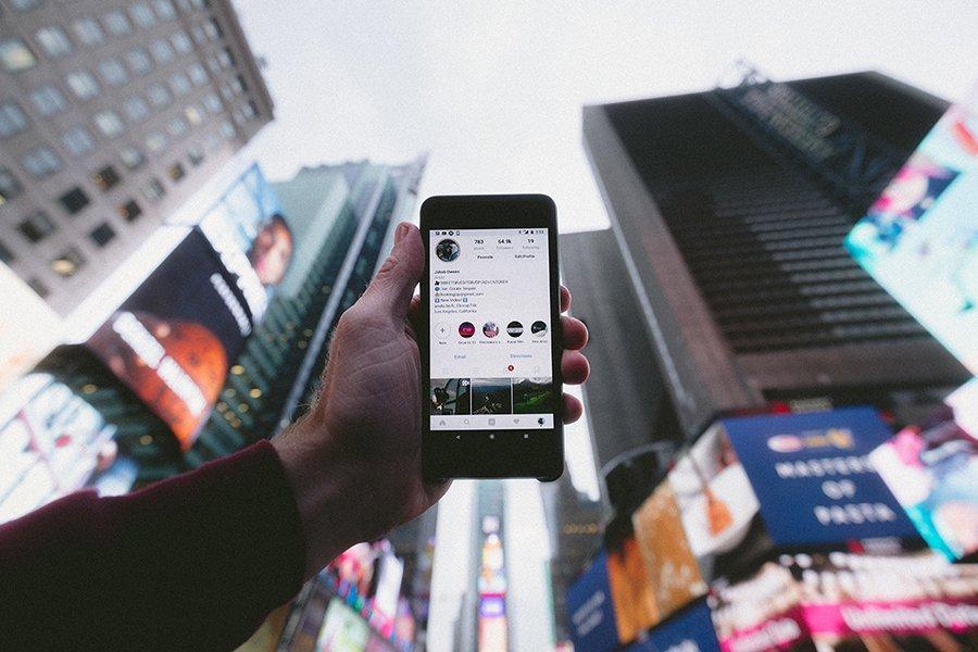 Come creare copertine personalizzate per i contenuti in evidenza delle Instagram Stories