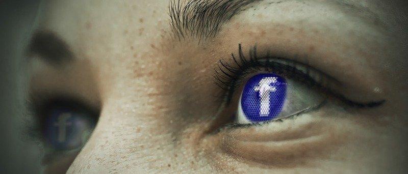 Abbiamo scaricato (e confrontato) i dati che Facebook e Google hanno su di noi