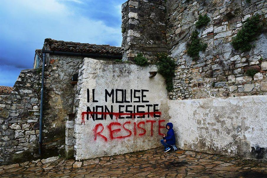 Riscorpire i borghi italiani con la street art ed Airbnb
