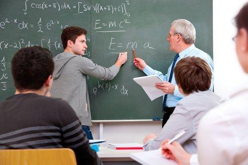Il rapporto scuola-lavoro in Italia, spiegato con i numeri