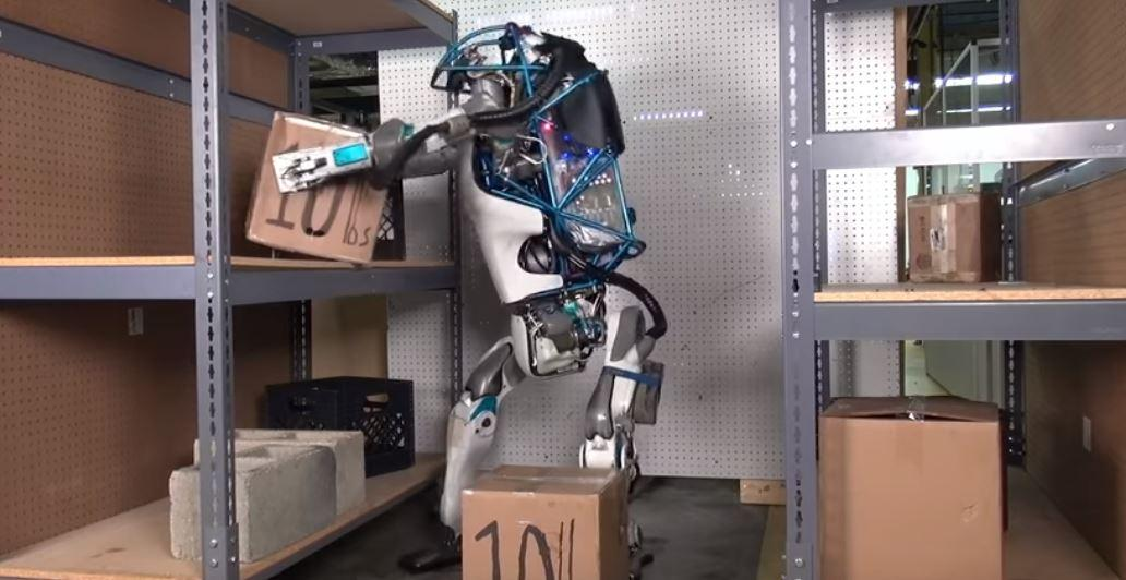 VIDEO Boston Dynamics sta costruendo automi che camminano come noi e cani e gatti robot
