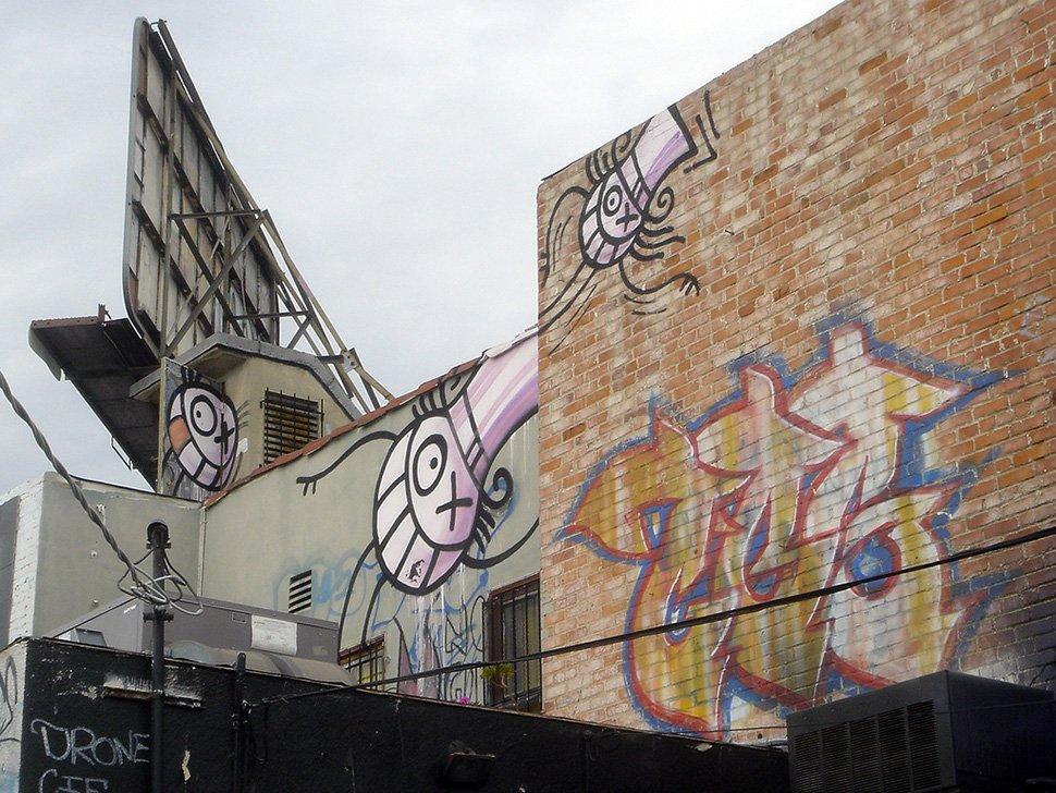 Jean Paul Gaultier rinnova il suo amore per l'arte contemporanea con la street art di André Saraiva