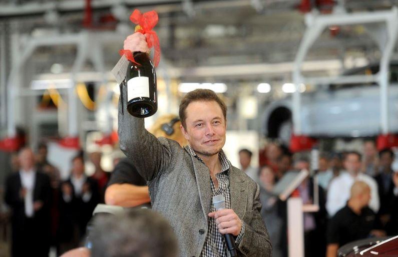 Tesla inizia la produzione di Model Y, il suo primo crossover elettrico