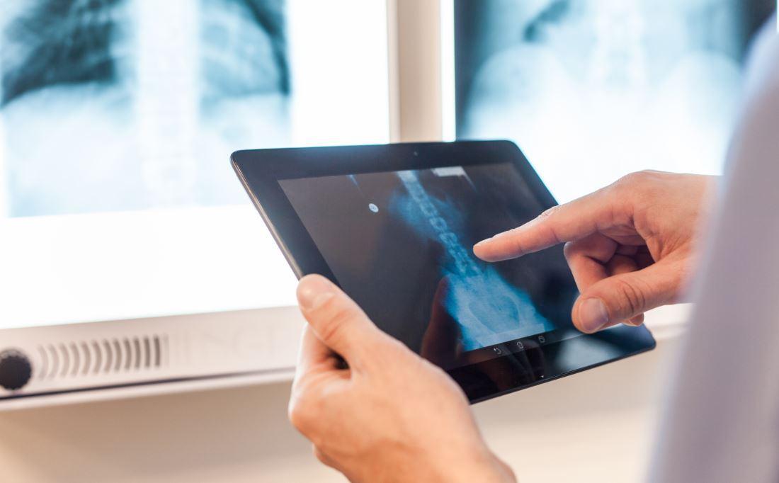 Google sta sviluppando una AI per le diagnosi mediche, secondo un report di Bloomberg