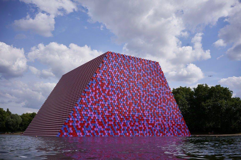 L'ultima opera di Christo che galleggia sul lago di Hyde Park a Londra