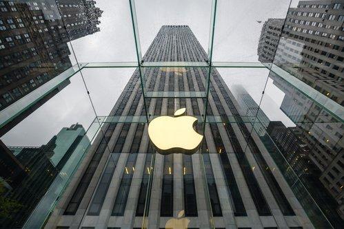 Apple vale un trilione di dollari, festeggiano gli investitori (è la prima azienda americana)