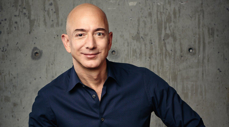 Anche Amazon ora vale mille miliardi. E la folle corsa di Bezos non si ferma