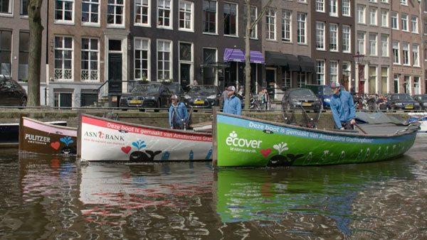 Ad Amsterdam si pesca la plastica nei canali per trasformarli in mobili di design
