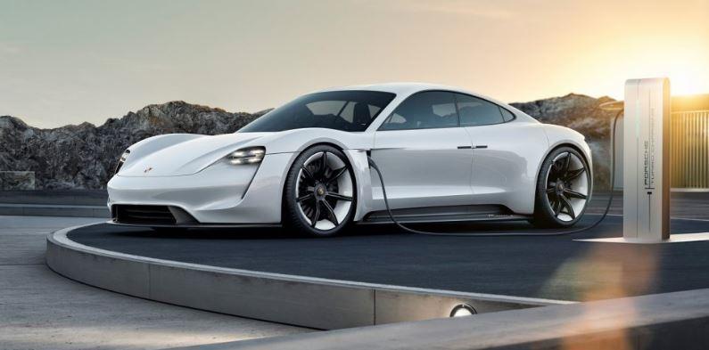 Porsche dice addio al diesel e punta su ibrido ed elettrico