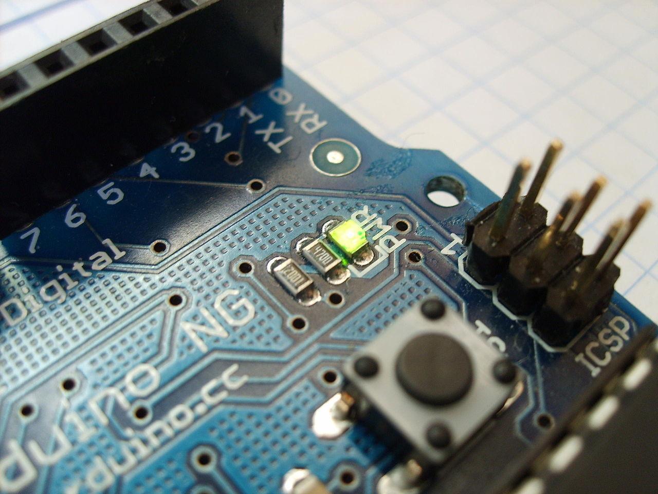 1280px-Arduino_led-2