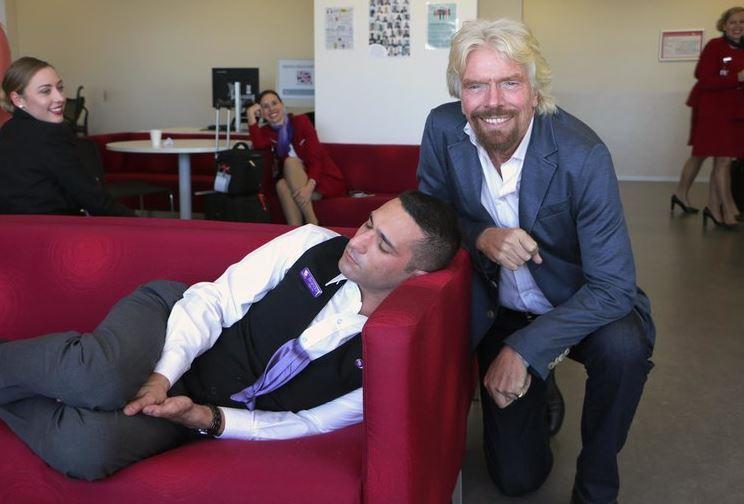 """Il papà di Virgin dà consigli a Elon Musk: """"Twitta di meno e dormi di più"""""""