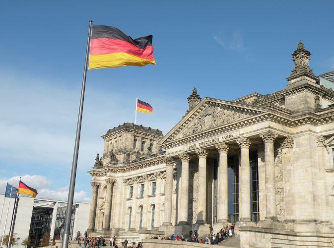 """La Germania vuole una """"tassa minima"""" sui guadagni di Google e le altre big"""