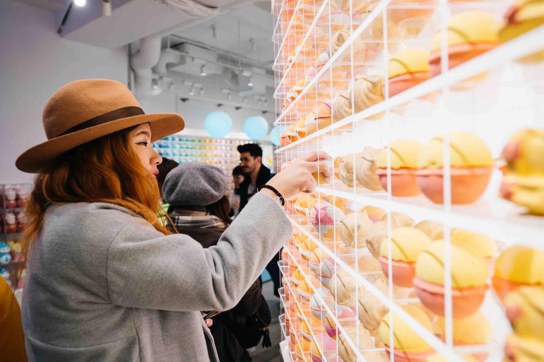 Lush apre a Tokyo un concept store che fonde esperienza digitale e realtà aumentata