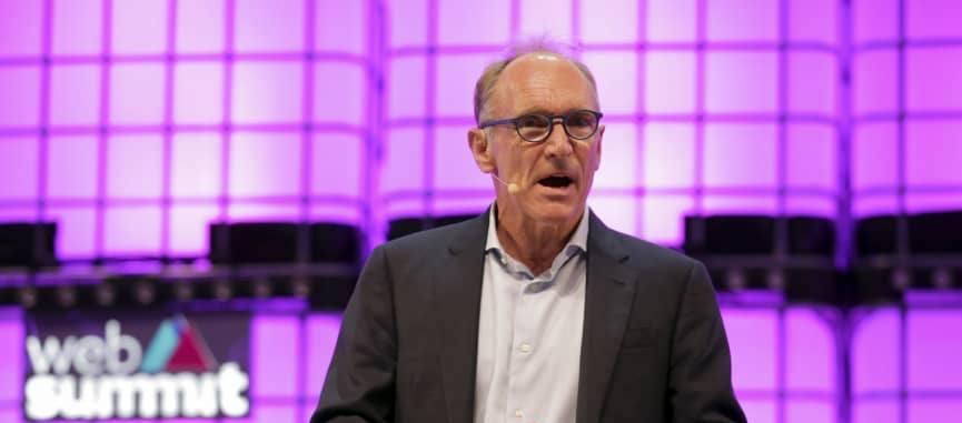 Tim Berners-Lee vuole salvare la Rete e lancia una Magna Carta per il Web