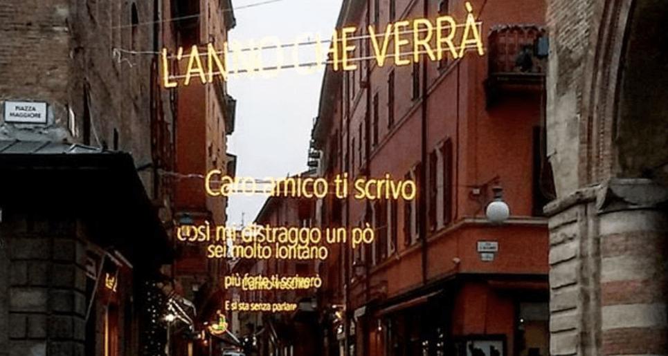 Le parole come decorazioni delle città nei due esempi di Bologna e Zanichelli