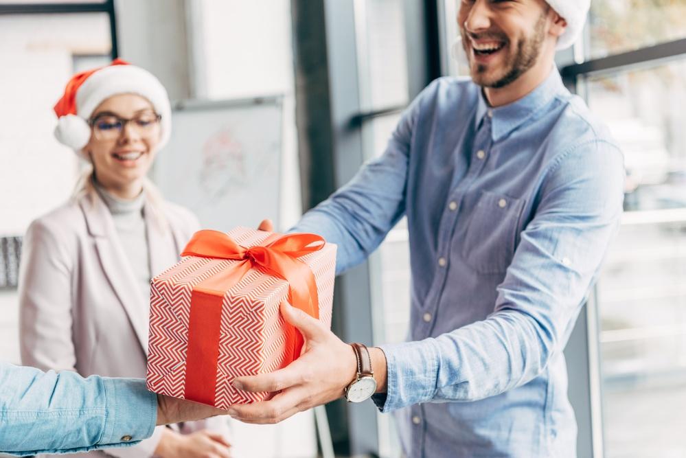 10 idee regalo per Natale per migliorare la vita in ufficio
