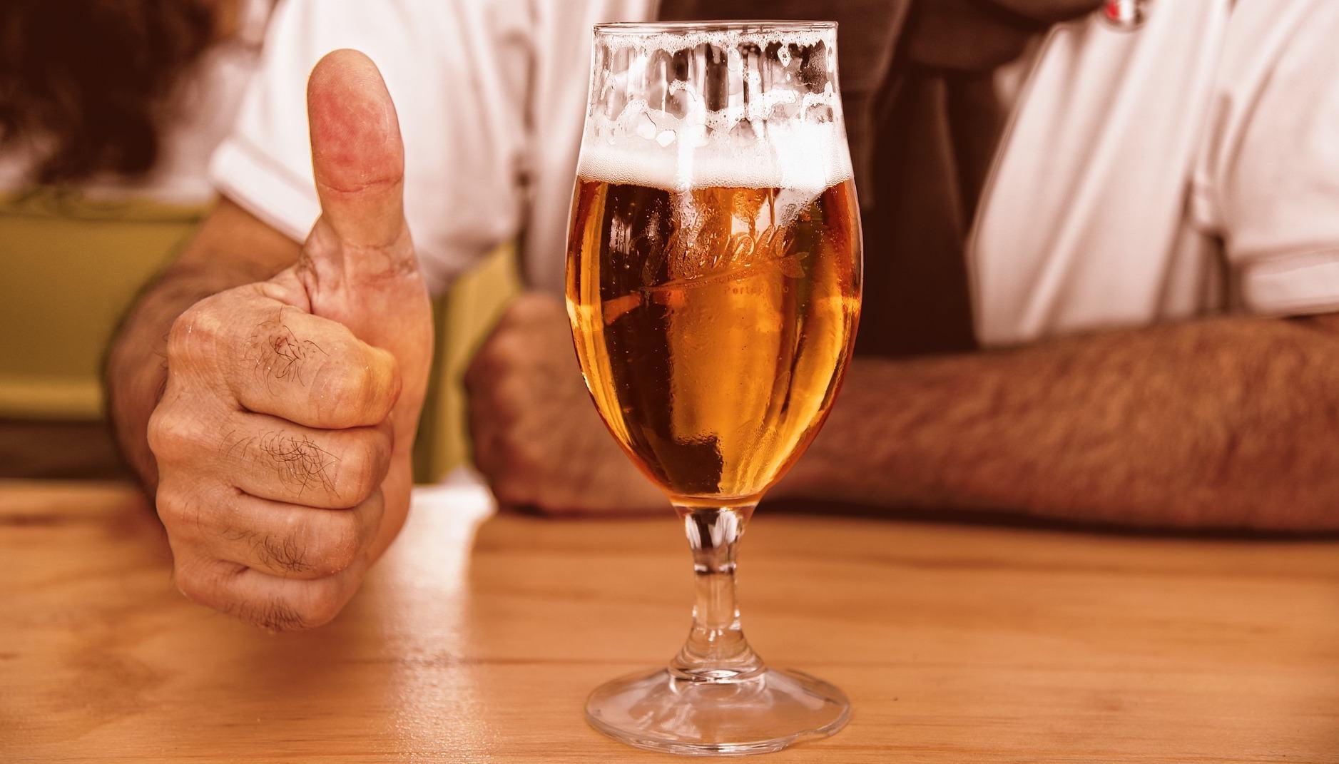 LG s'inventa una macchina per fare la birra in casa (con le capsule)