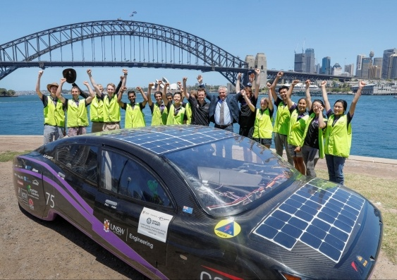 Un'auto solare ha battuto il record di consumi (4 mila km con 25 euro)
