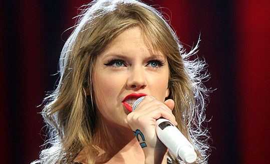 Taylor Swift ha usato il riconoscimento facciale in un concerto per individuare gli stalker
