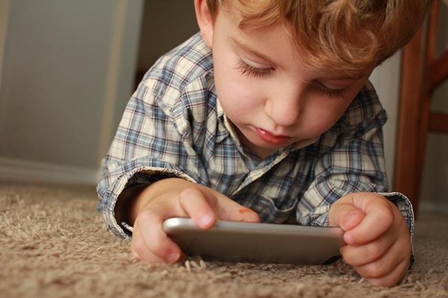 tecnologia bambini attenzione