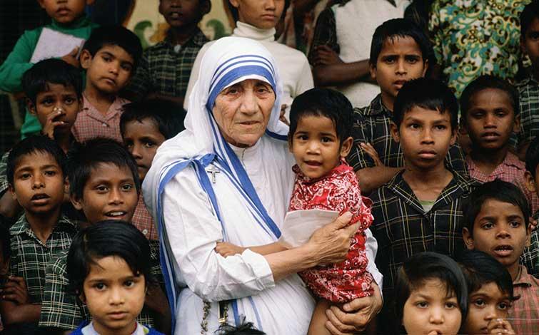 Come mantenere la calma parlando in pubblico? Il discorso di Madre Teresa di Calcutta sulla fame nel mondo