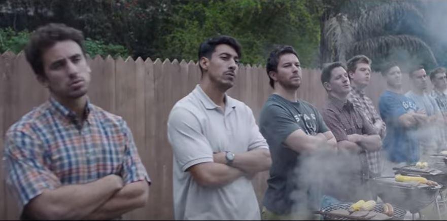 Gillette prova a rendere l'uomo meno macho nel suo ultimo spot, ma qualcuno non l'ha presa bene
