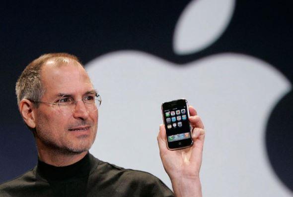 Il 9 gennaio di 12 anni fa Steve Jobs presentava il primo iPhone