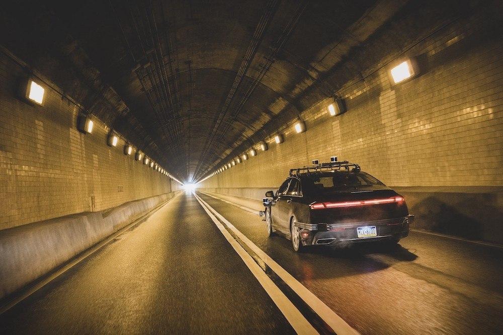 Anche Amazon vuole la guida autonoma e investe in una startup