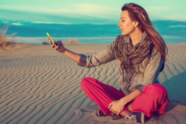 5 consigli (e un gioco) per scollegarsi un giorno intero dallo smartphone e ritrovare sé stessi