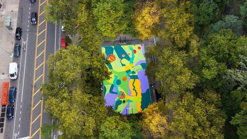 Un campo da basket si trasforma in un grande murale grazie alla street art di Madsteez
