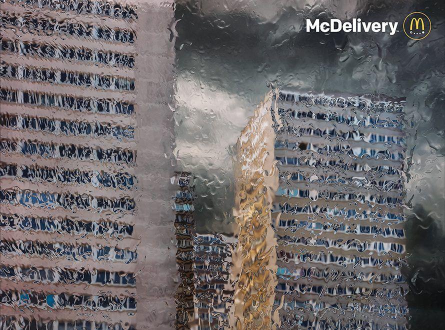 Rain, la nuova campagna firmata da TBWA Paris per la consegna a domicilio di McDonald's