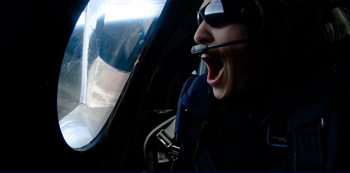 Virgin Galactic ha portato nello spazio il suo primo passeggero su un volo commerciale