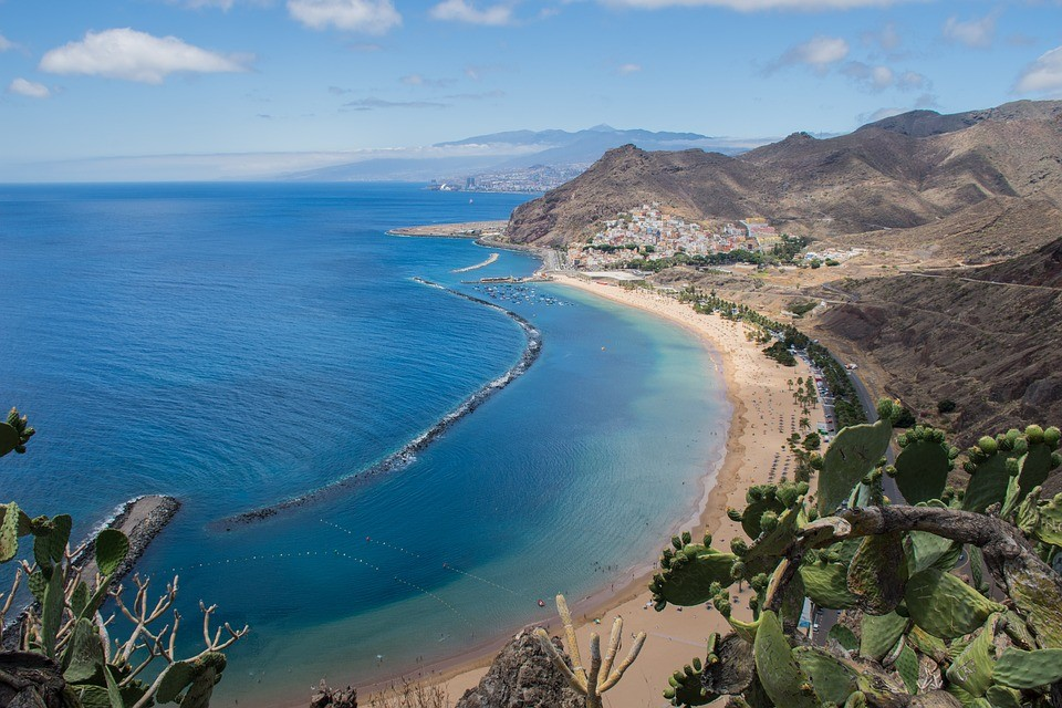 Le opportunità (e i limiti) che dovresti conoscere se sogni di vivere e lavorare alle Canarie