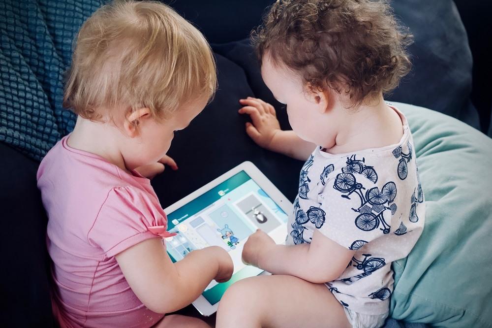 Consigli per neo-genitori, per usare la tecnologia senza eccessi nel primo anno di vita del bambino