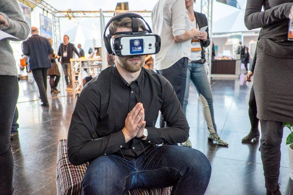 Meditazione 3.0, ecco come tecnologia e realtà virtuale provano a darci la felicità interiore