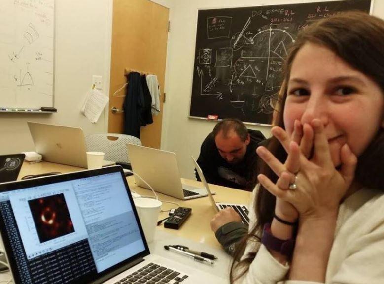 Chi è la studentessa del MIT dietro all'algoritmo che ha fotografato il buco nero