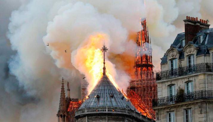 Notre-Dame potrebbe tornare al suo splendore dopo l'incendio, grazie al 3D mapping