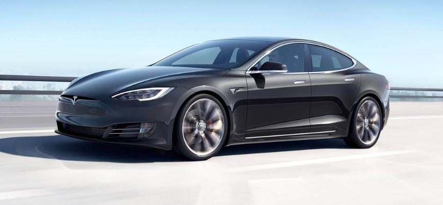 La nuova Tesla Model S può fare quasi 600 chilometri con una sola ricarica