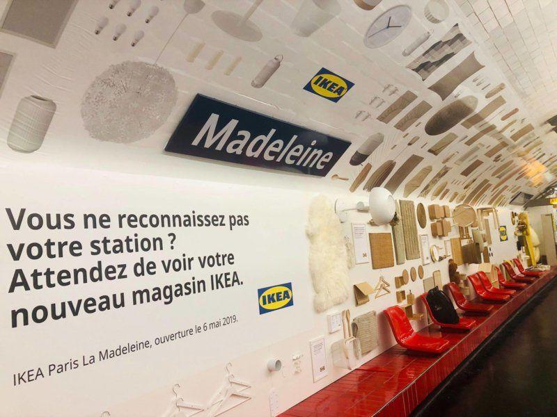 IKEA ha arredato la metropolitana di Parigi con il suo catalogo per promuovere il nuovo punto vendita